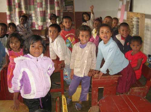 Petite pause projection vidéo pour les enfants d'Akany Aina