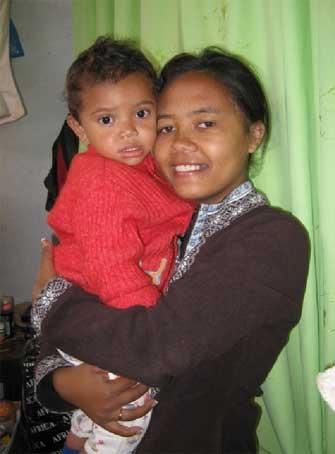 Une assistante sociale professionnelle au Centre Akany Aina à Madagascar