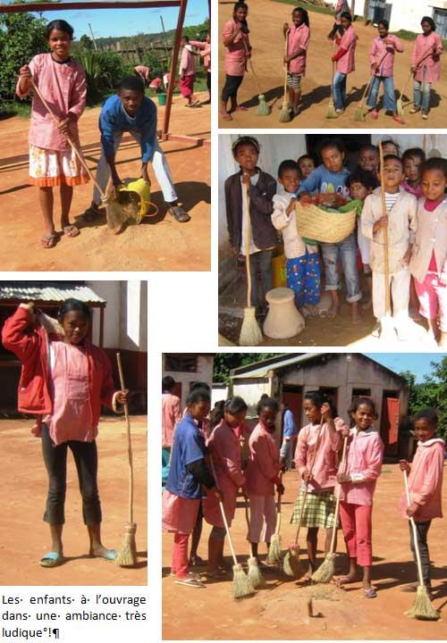 Nettoyage de la cour de récréation par les enfants de l'école Akany Aina à Madagascar