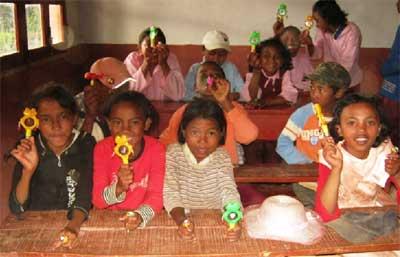 Les enfants ont tous reçu des petits cadeaux adaptés à leur âge