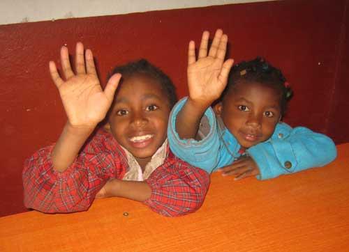 Un petit coucou des enfants de l'école Akany Aina à Madagascar