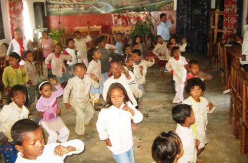 Cours de danse pour les élèves de l'école Akany Aina à Madagascar