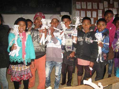 Créations originales des enfants de l'école Akany Aina à Madagascar