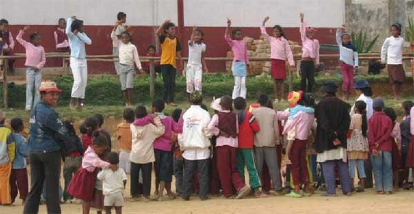 Les élèves de 6ème chantent pour un public ravi