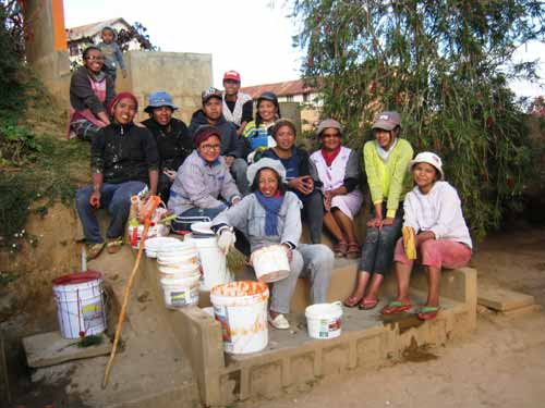 Enseignants malgaches de l'école Akany Aina à Madagascar