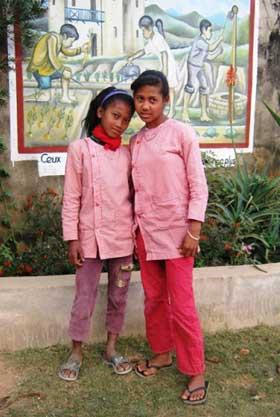 Elèves de l'école Akany Aina à Madagascar qui ont réussi leur CEPE