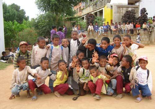 Enfants de Madagascar scolarisés à l'école Akany Aina d'Ambatolampy