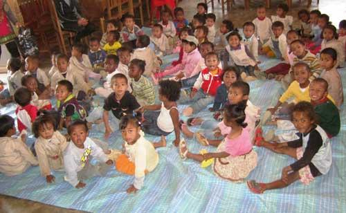 Les plus jeunes écoliers du Centre Akany Aina à Madagascar