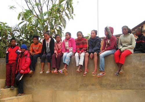 Les spectateurs sont installés, place aux artistes de cette école malgache !