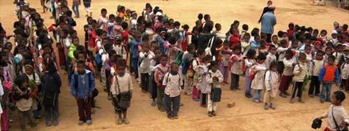 Enfants célébrant l'anniversaire des 15 ans du Centre Akany Aina à Madagascar