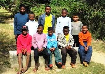Equipe de football au centre Akany Aina