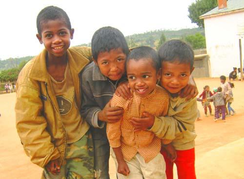 enfants de Madagascar élèves à l'école Akany Aina à Ambatolampy