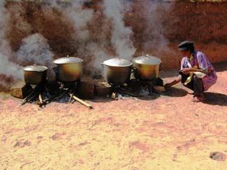 Cuisson du riz de la cantine