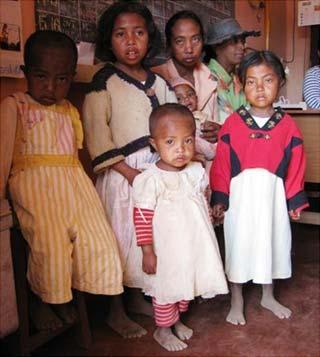Famille d'orphelins accueillis Centre Akany Aina à Madagascar