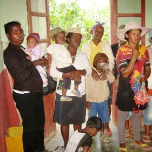 Parents d'élèves de l'école Akany Aina à Madagascar