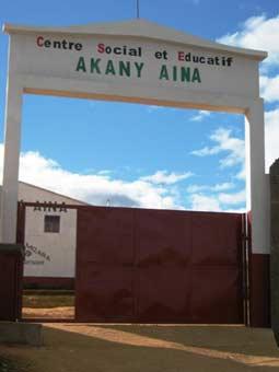 Le nouveau portail du centre Akany Aina à Madagascar