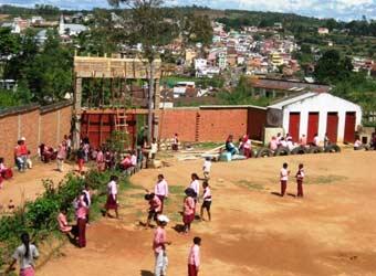 Le centre Akany Aina à Madagascar et son nouveau portail en construction