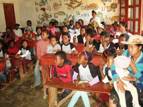 Réunion de parents d'élèves à l'école Akany Aina à Madagascar