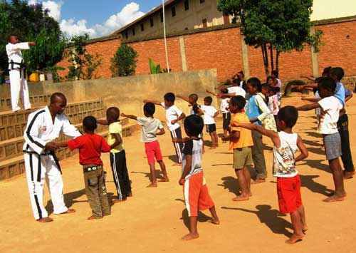 Le Tae Kwon-Do, art martial d'origine sud-coréenne enseigné au Centre Akany Aina à Madagascar