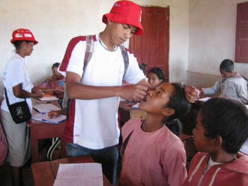 Séance de vaccination contr la poliomyélite à l'école Akany Aina d'Ambatolampy