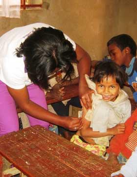 Séance de vaccination pour les enfants de l'école Akany Aina à Madagascar