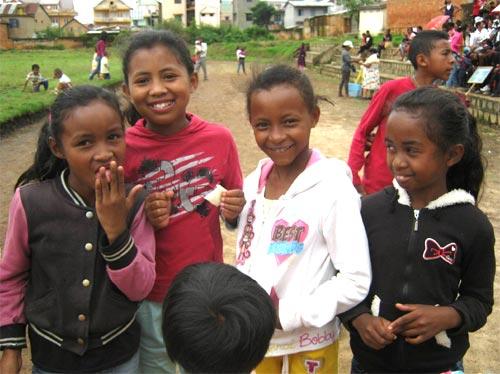 Départ en vacances pour les enfants de l'école Akany Aina à Madagascar.