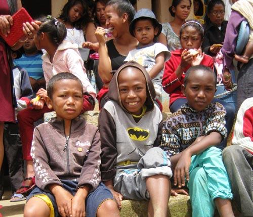 Enfants de l'école Akany Aina à Madagascar.
