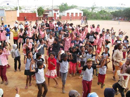 Joie des enfants pour la fête du 20ème anniversaire de l'école Akany Aina à Madagascar