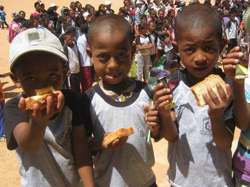 Goûter de Noël des enfants du Centre Akany Aina à Madagascar