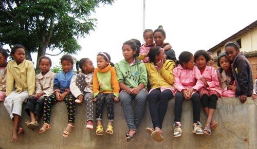 Départ en voyage d'études pour les élèves de l'école malgache Akany Aina