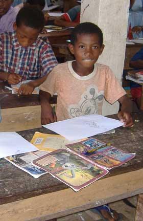 Livres et revues de la bibliothèque font le bonheur des enfants