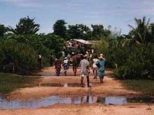 Pistes inondées et ponts coupés après le passage du cyclone Indlalah