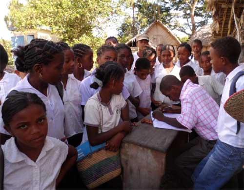 Collégiens et lycéens d'Ambodirafia à Madagascar