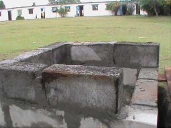 Reconstruction du puits à Ambodirafia, Madagascar