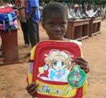 Distribution de fournitures scolaires aux orphelins du sida au Bénin