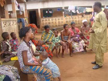 Visite des familles d'orphelins du sida au Bénin