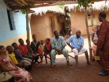 Visite des familles d'orphelins
