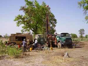 Foration pour le forage du dispensaire de l'AZN à Guiè