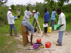 Formation en topographie à Guiè, Burkina Faso