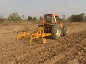 http://sosenfants.info/photos/bf-tracteur.jpg