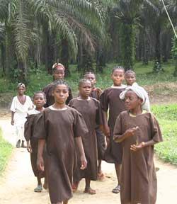 Jeunes pygmées du FONDAF à Bipindi