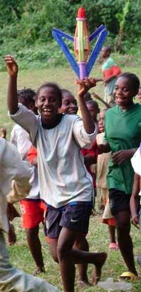 L'équipe des filles vaiqueur du tournoi de foot au FONDAF à Bipindi