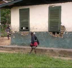 Travaux de rénovation et agrandissement du foyer d'accueil des enfants Pygmées
