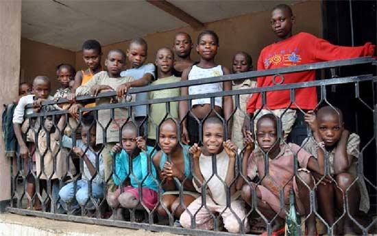 Les enfants Pygmées du Foyer Akpom 2 au Cameroun