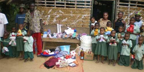 Cadeaux aux enfants du Fondaf à BBandevouri