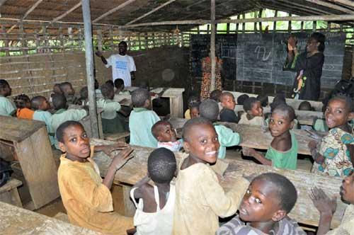 Les enfants Pygmées de l'école de Bandevouri au Cameroun