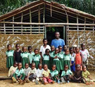 Classe ORA du campement Pygmée de Bandevouri au Cameroun