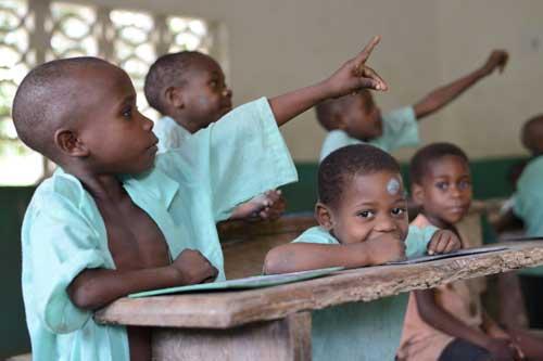 Au Cameroun, école spécialement adaptée pour les enfants Pygmées au Fondaf à Bipindi