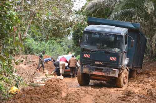 Piste embourbée au Cameroun pour rejoindre le Fondaf à Bipindi