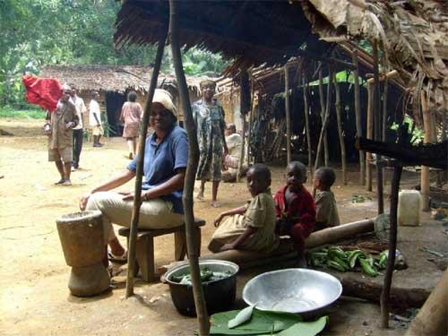 Campement Pygmée dans la région de Bipindi au Cameroun